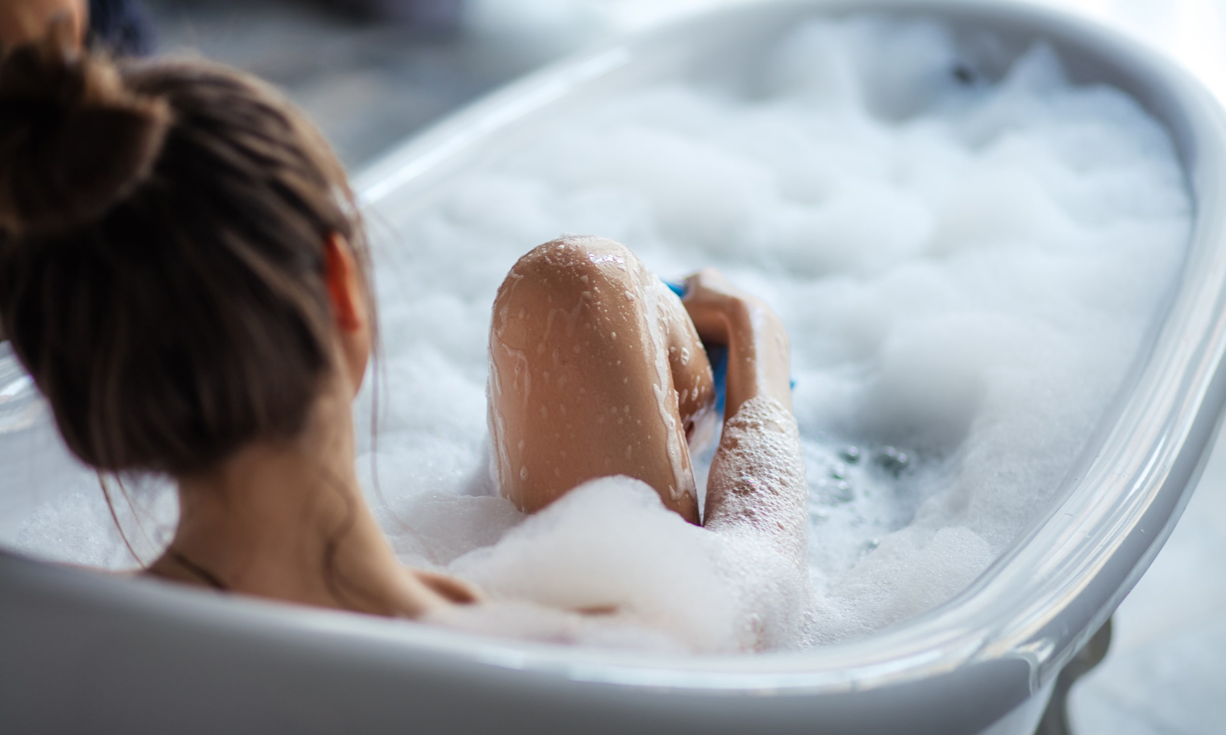 sieviete vanna