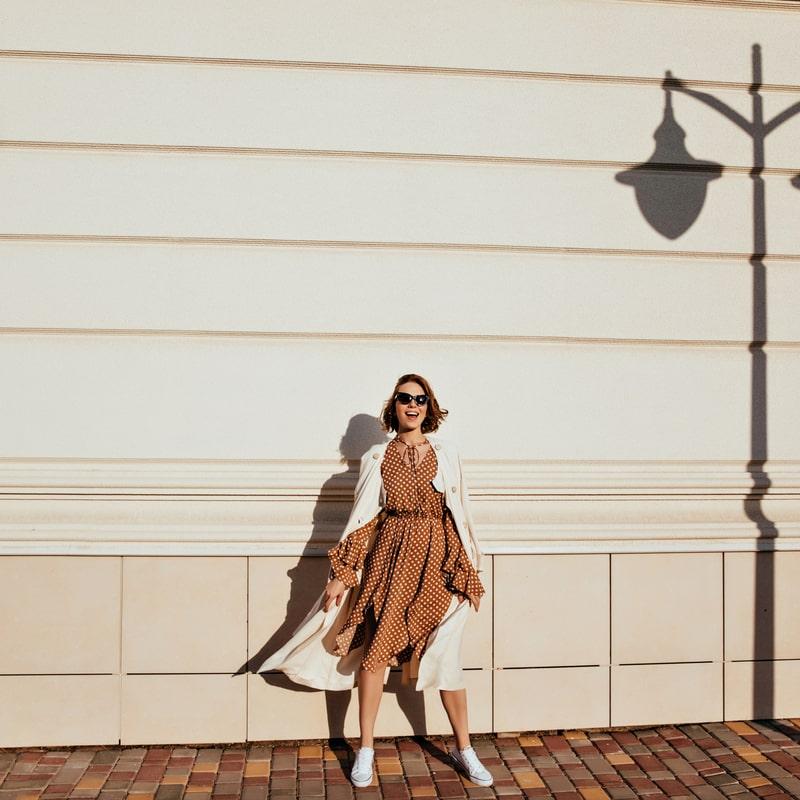 mergina su rastuota suknele rudeni