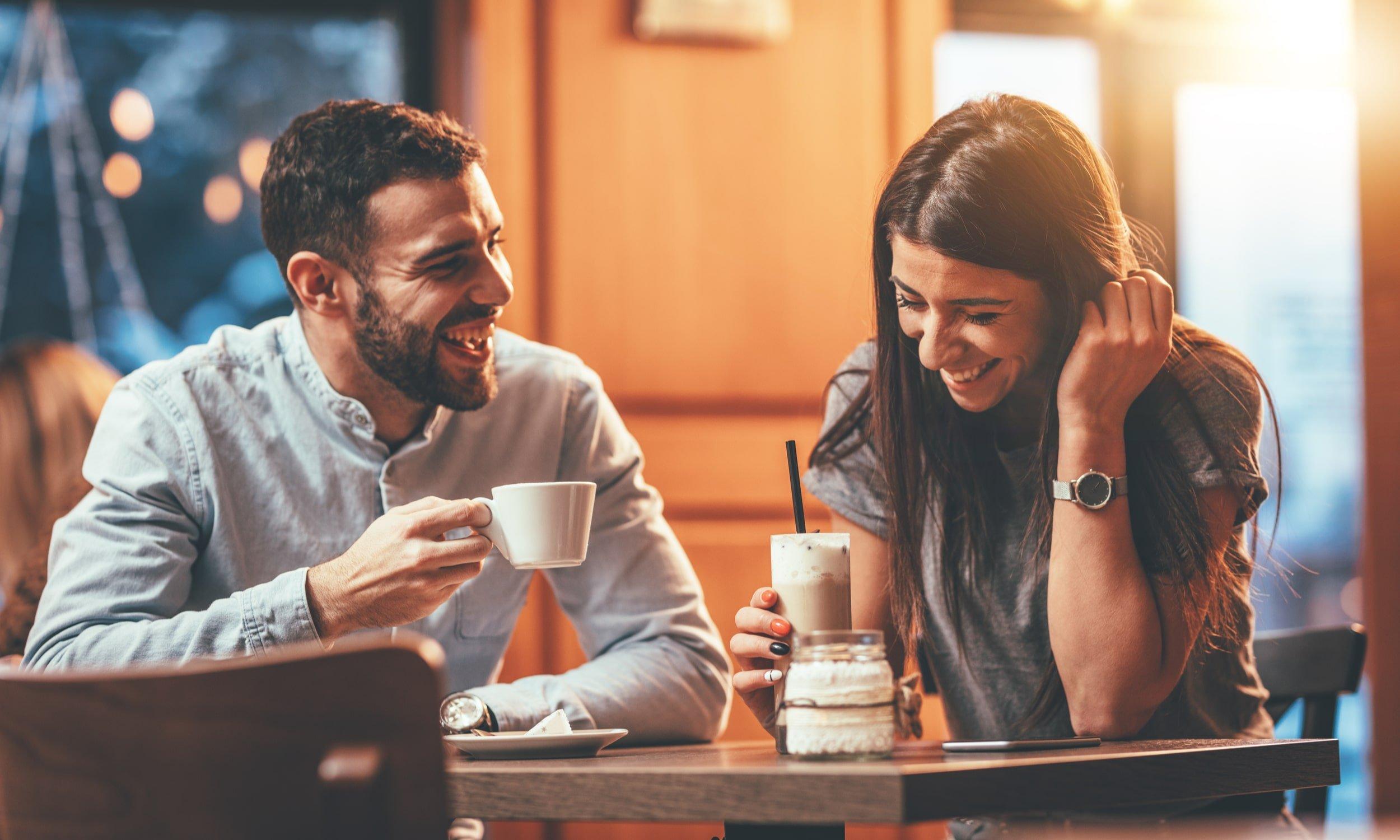 pora kavineje geria kava pasimatyme