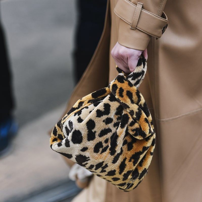 nedidele ruda minksto audinio moteriska rankine