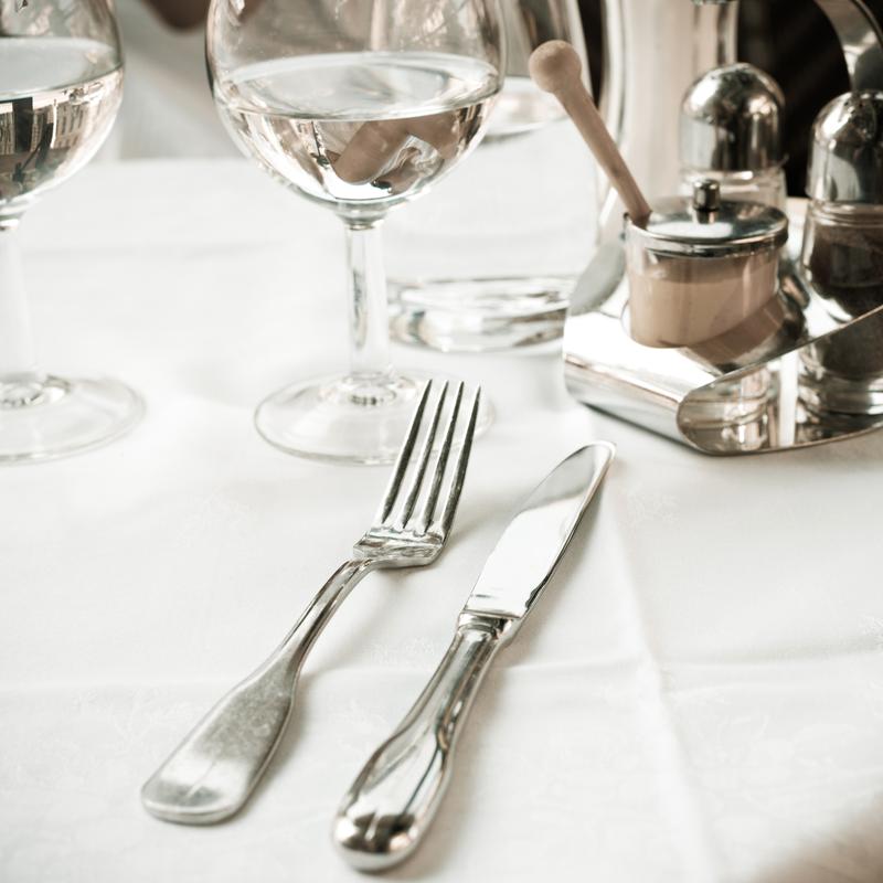 stalo serviravimas klasikinis