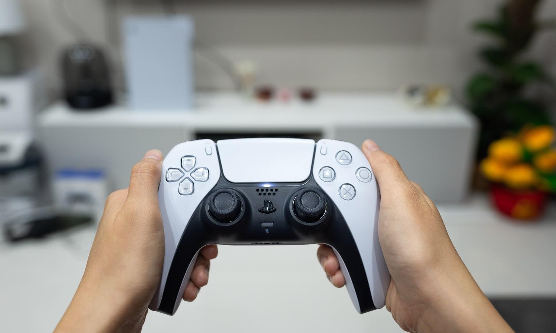 playstation 5 zaidimu pultas