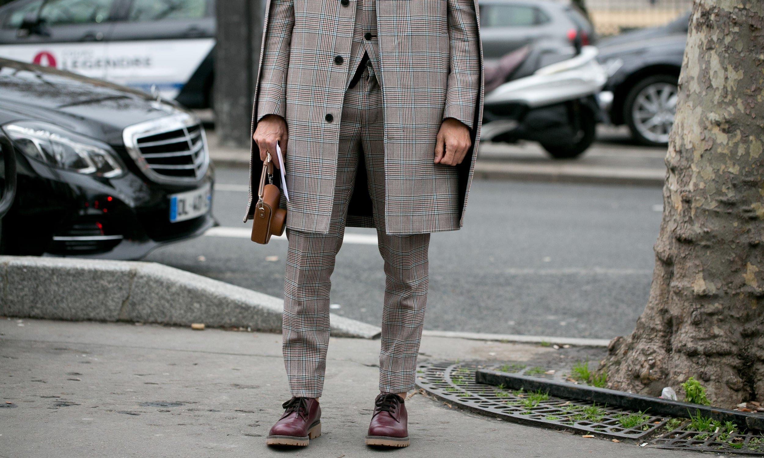 vyriskos stilingos rastuotos kelnes